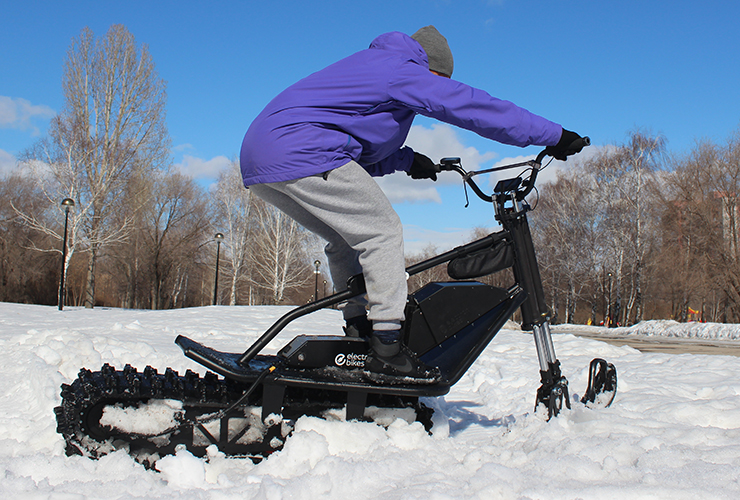 Sniejik is a lightweight electric snowmobile from Russia