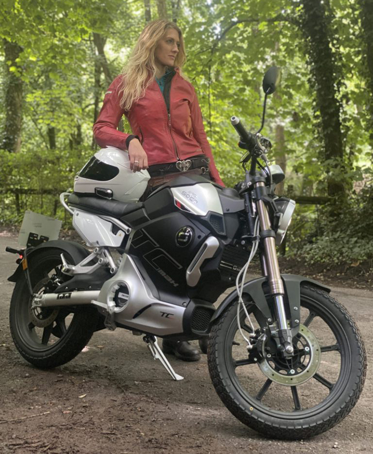 The girl on a bike - super soco TC Max - THE PACK - Electric Motorcycles News