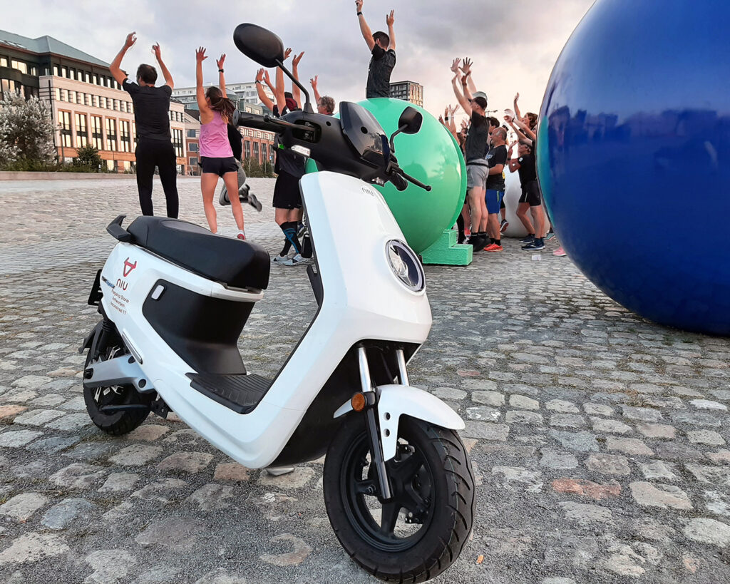 NIU Electric scooter - The port of antwerp marathon - THE PACK