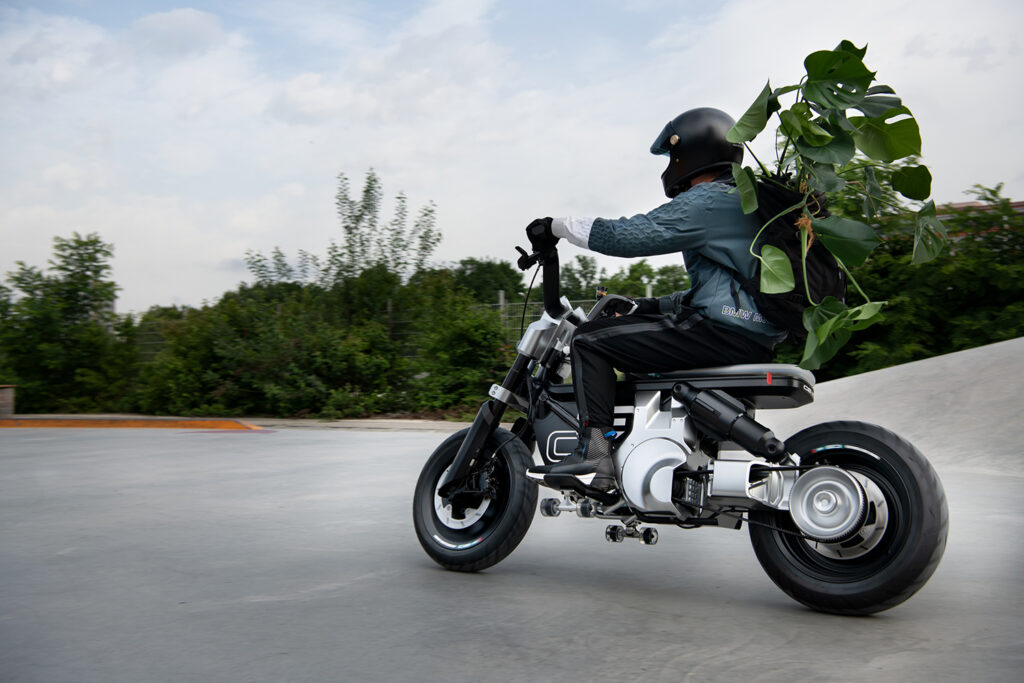 BMW Motorrad Concept CE 02 - THE PACK - Electric Motorcycle News